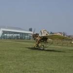 Budova leteckého muzea s letadlem Metoděje Vlacha