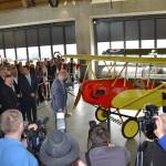 předseda vlády ČR Sobotka otevírá muzeum otočením vrtulí