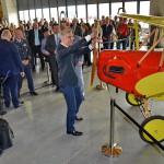 p. Oeljeklaus člen představenstva Škoda Auto a.s. otevírá muzeum otočením vrtulí