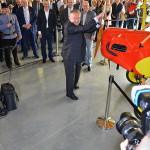 Vladimír Handlík otevírá muzeum otočením vrtulí