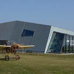 Letoun Metoděje Vlacha pojíždí před stejnojmenným muzeem